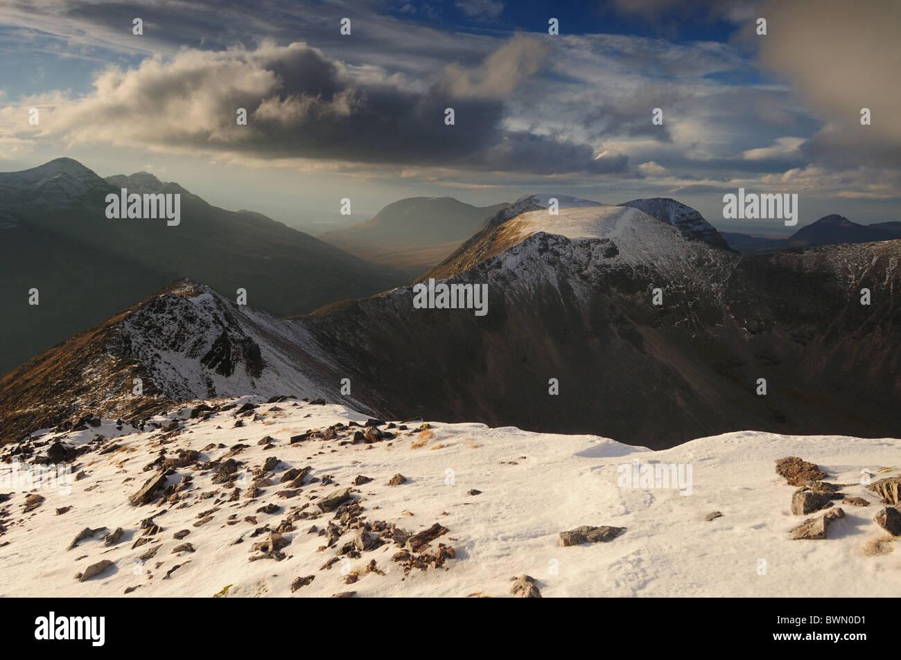 View along Beinn Eighe summit ridge towards Coinneach Mhor and Liathach, Torridon, Wester Ross, Scottish Highlands - Stock Image