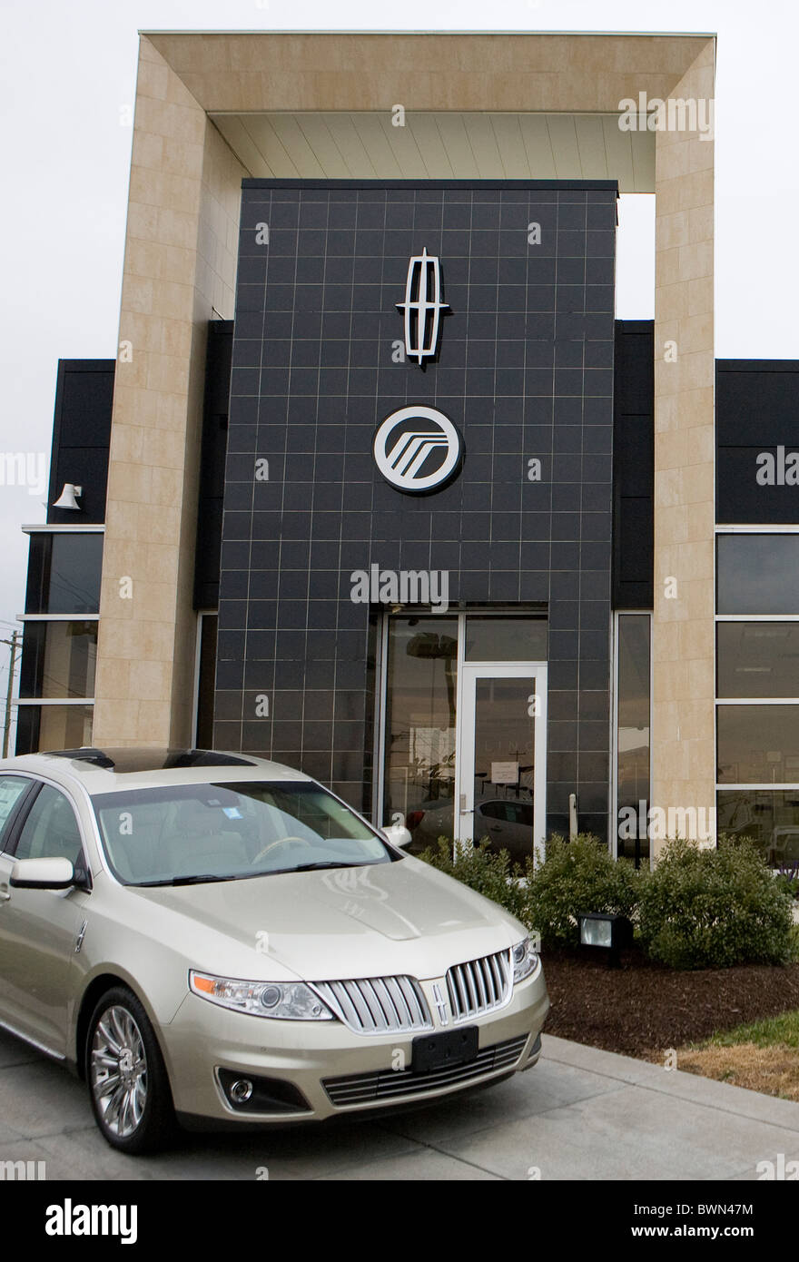 A Ford Lincoln And Mercury Car Dealership Stock Photo 33041112 Alamy