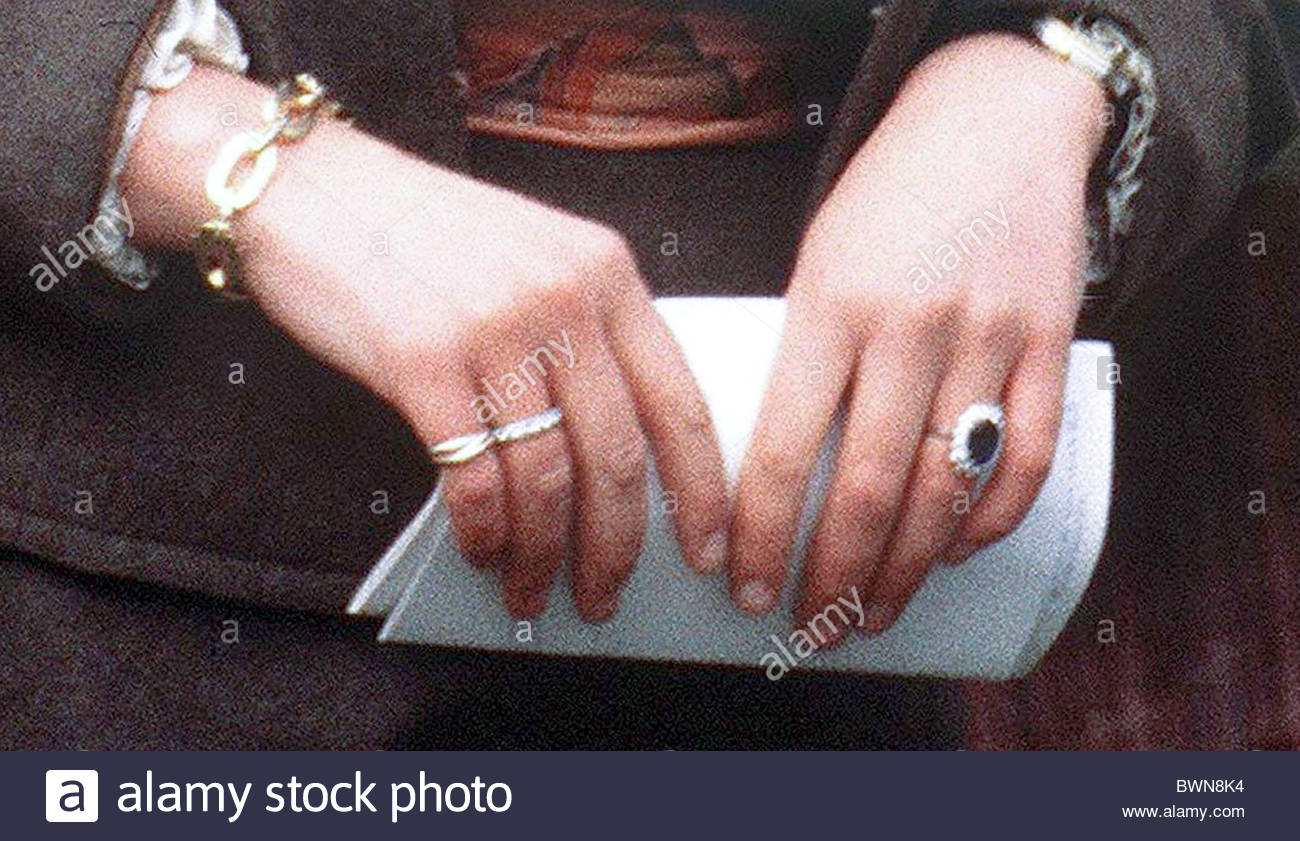 royal queen look at the stunning rings kate diana a pin closer princess of middleton engagement
