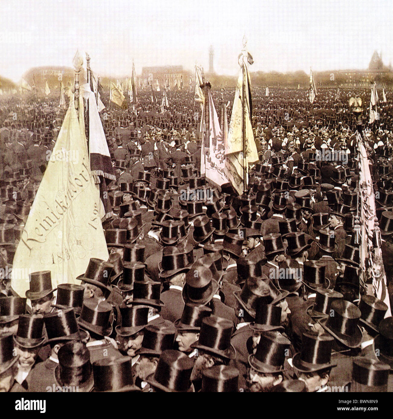 1896 Berlin Veterans League Tempelhofer Feld history historical historic hats men crowd crowds people flag - Stock Image
