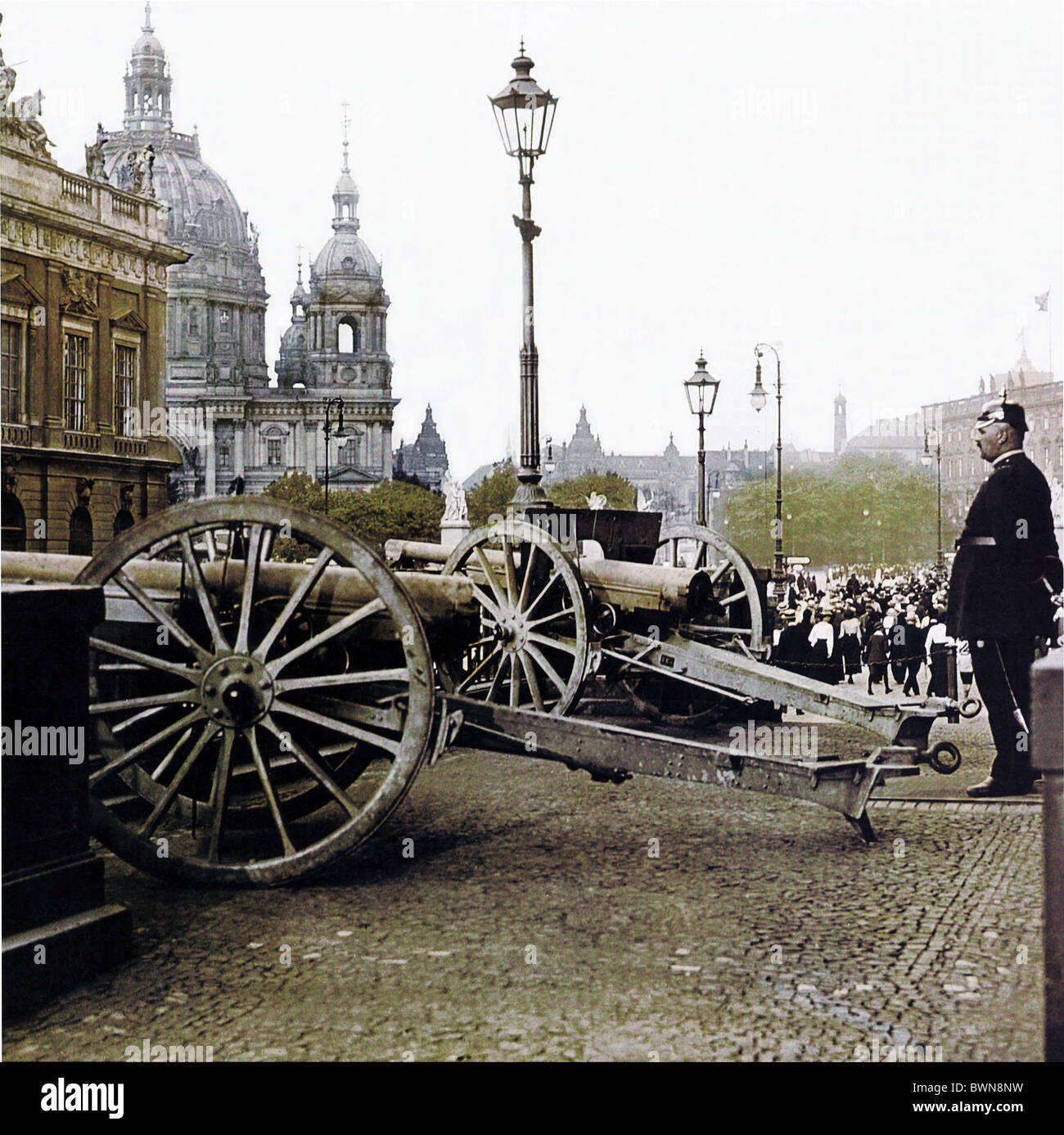 1914 capture weapons Berlin First World War Kronprinzenpalais September 2 history historical historic parade - Stock Image