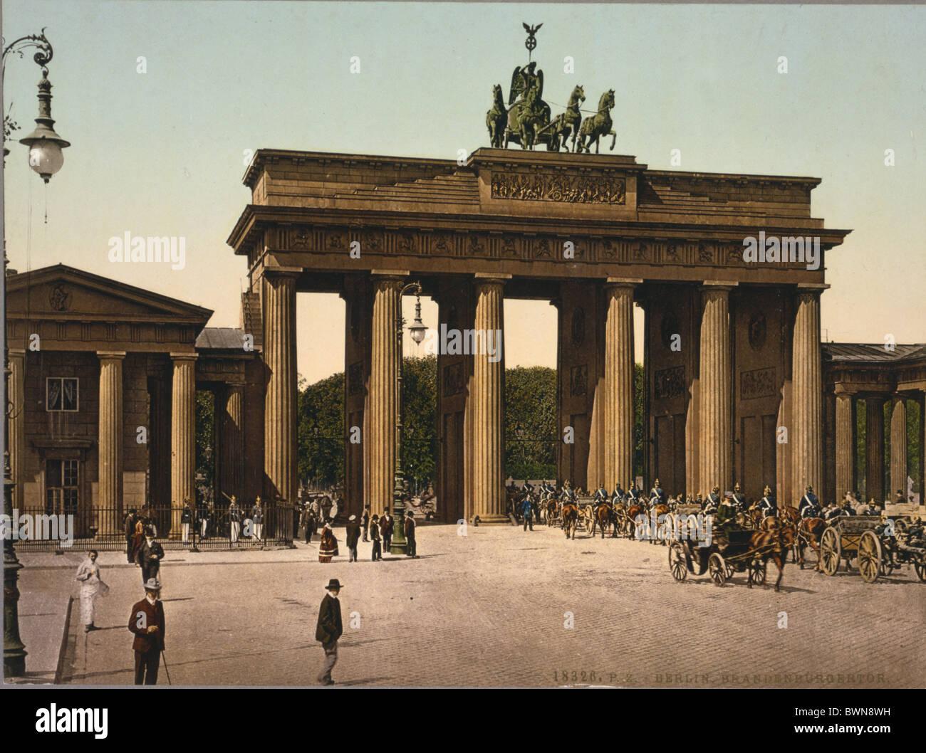 Brandenburger Tor Berlin between 1890 and 1900 history historical historic town traffic people landmark Bran - Stock Image