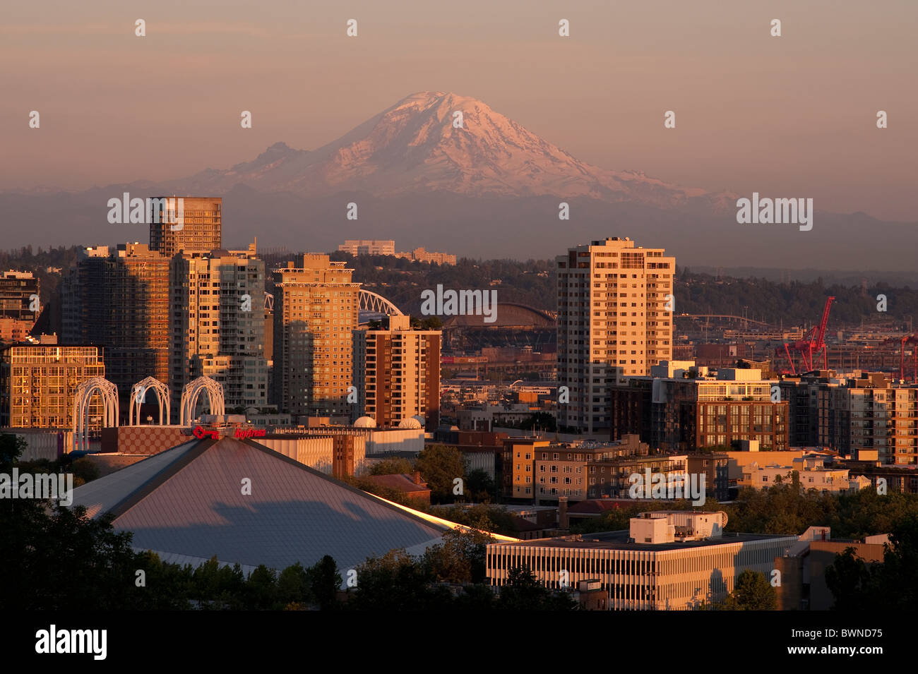 Mount Rainier and downtown Seattle and apartment buildings and condominiums at sunset Seattle - Stock Image