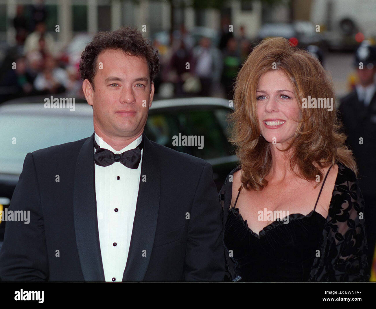 ACTOR TOM HANKS AND HIS WIFE, RITA WILSON, AT THE FILM PREVIEW OF 'APOLLO 13' FILM IN LONDON. - Stock Image