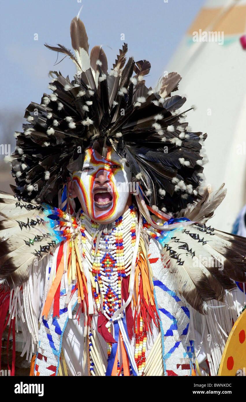 CANADIAN PLAINS INDIAN IN CEREMONY AT WANUSKEWIN HERITAGE PARK SASKATOON CANADA - Stock Image