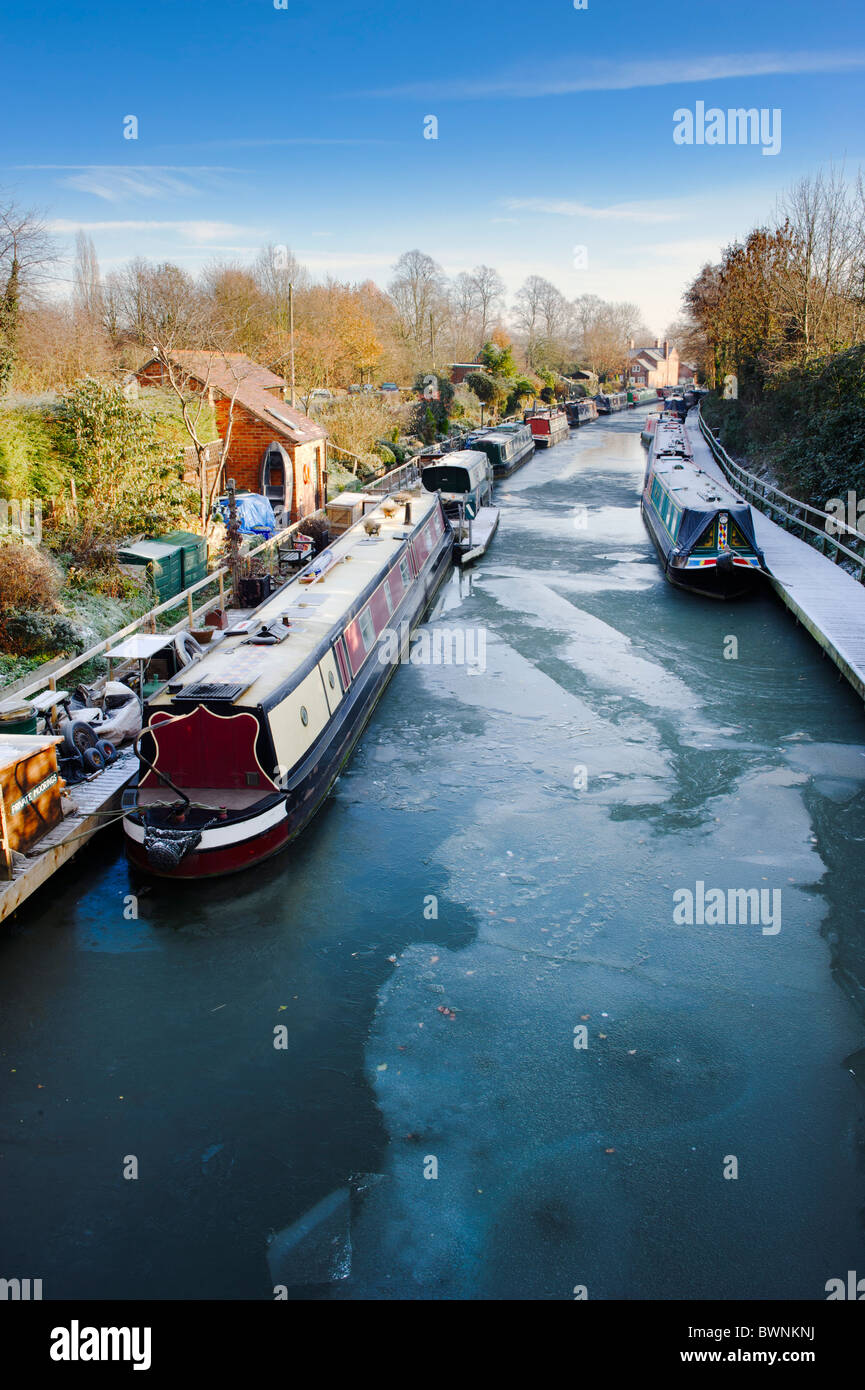 Frozen canal and canal boats, Grand Union Canal, Warwick, Warwickshire, UK - Stock Image