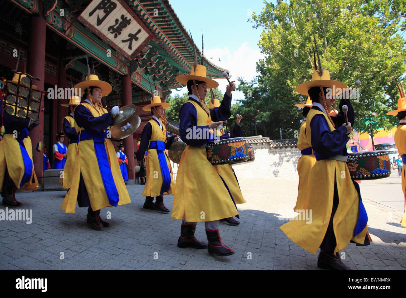 Changing of the Guards, Deoksugung Palace, Palace of Virtuous Longevity, Seoul, South Korea, Asia  Stock Photo