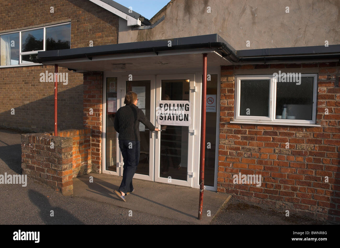 Women entering Village Hall Polling Station during 2010 General Elections - Stock Image