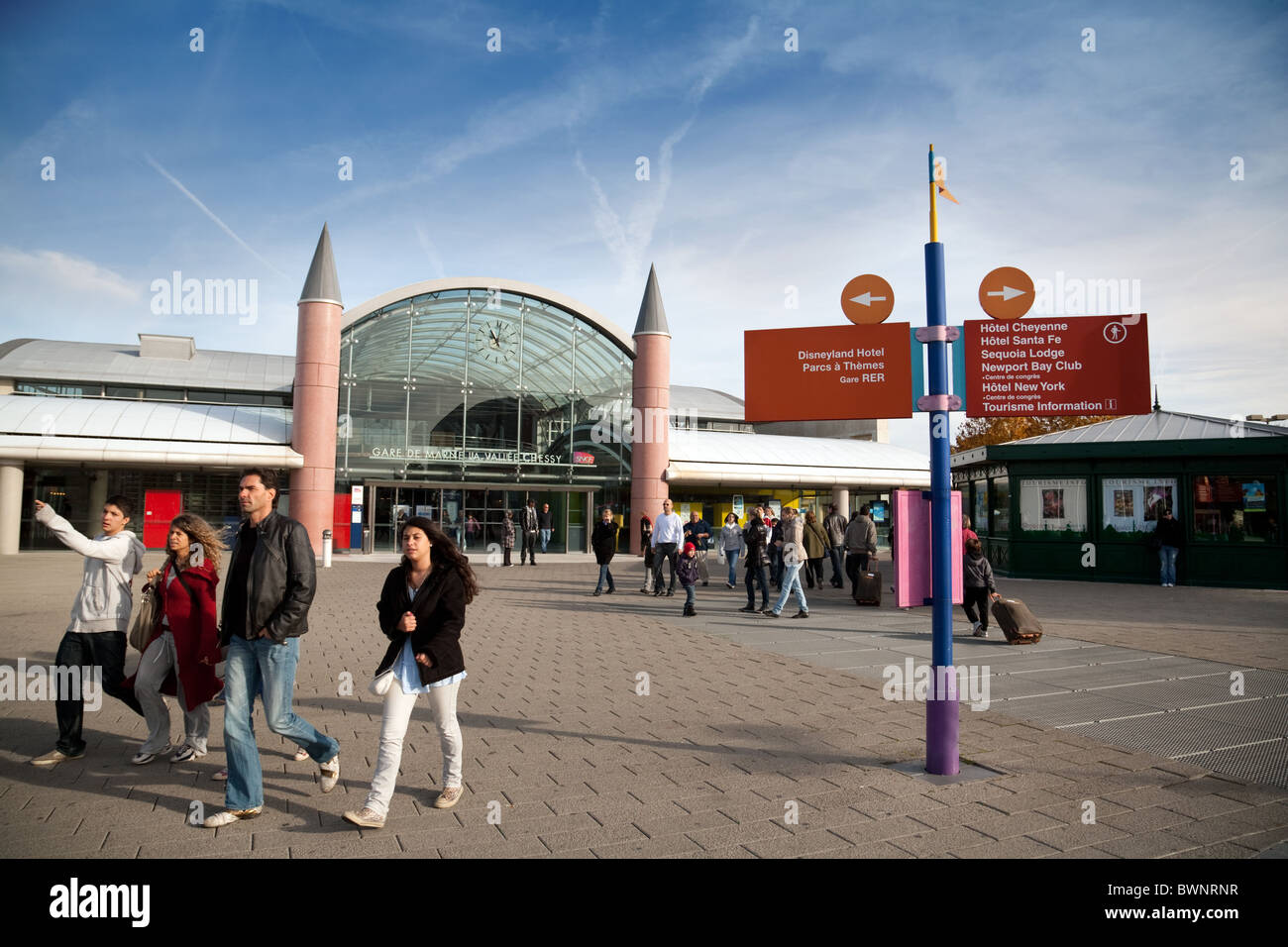 people arriving at marne la vallee railway station to visit the stock photo 33056403 alamy. Black Bedroom Furniture Sets. Home Design Ideas