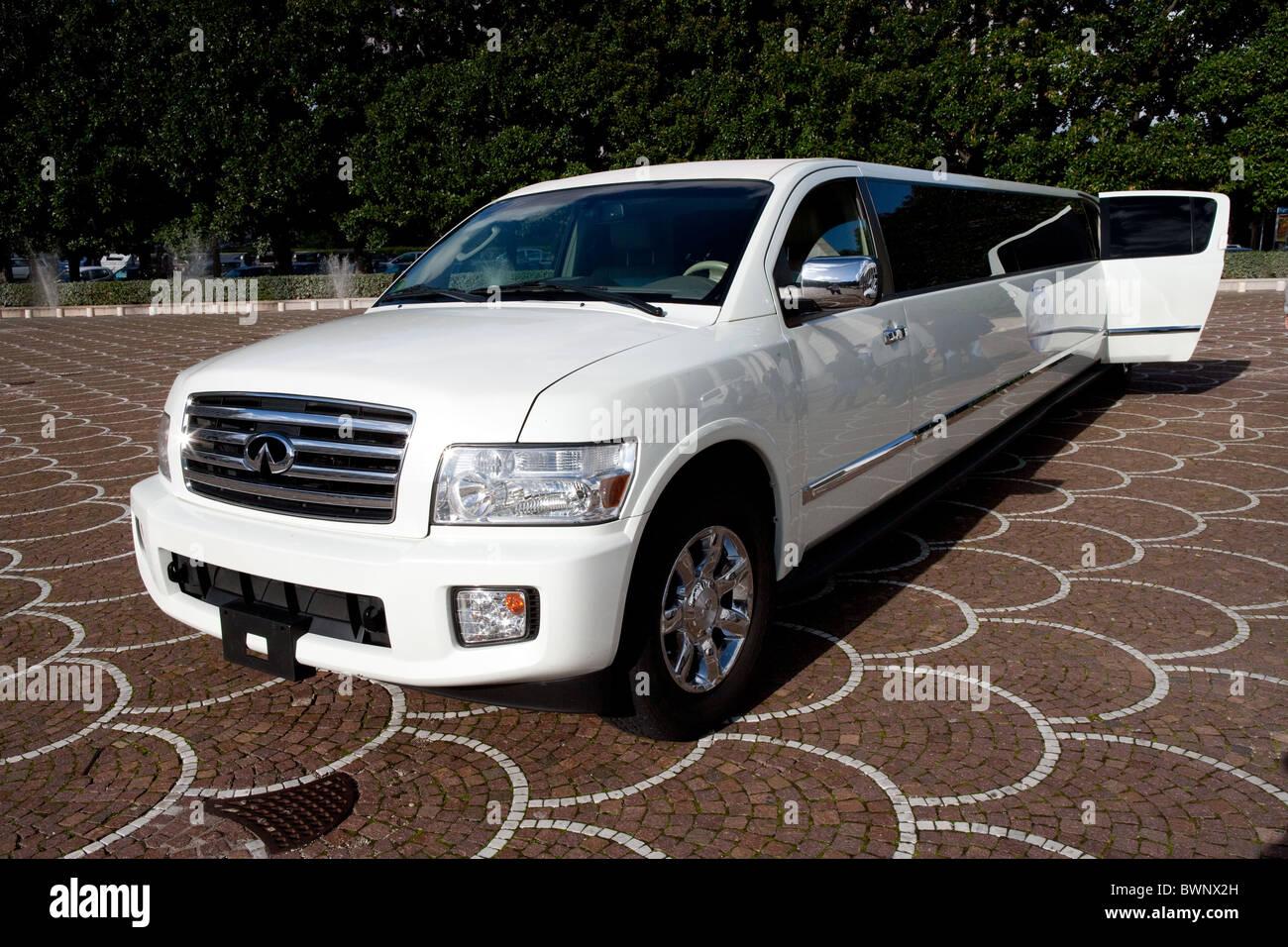 Lexus limo car limousine parked - Stock Image