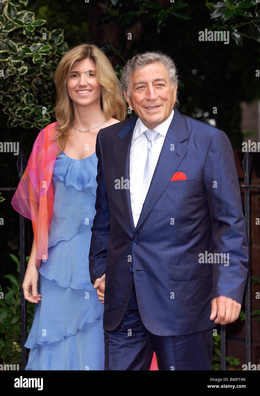 Musician and singer Tony Bennett  Susan Crow (CHECK?) at summer party in Carlyle Square, Chelsea, London - Stock Image