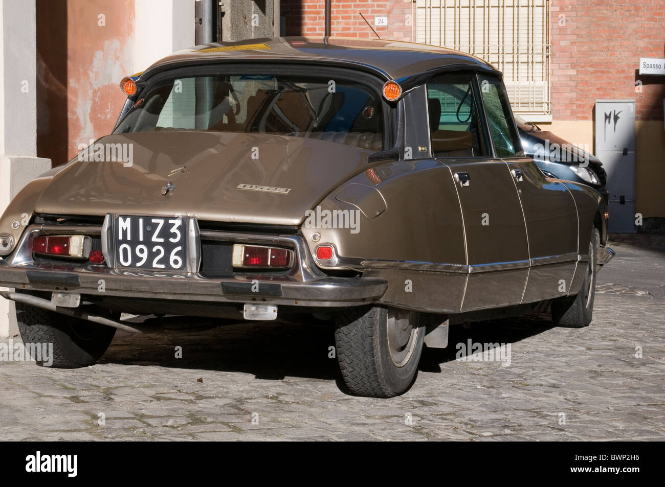citreon ds classic french car cars style styling styled france retro stylish modern deco art hydrogas suspension - Stock Image