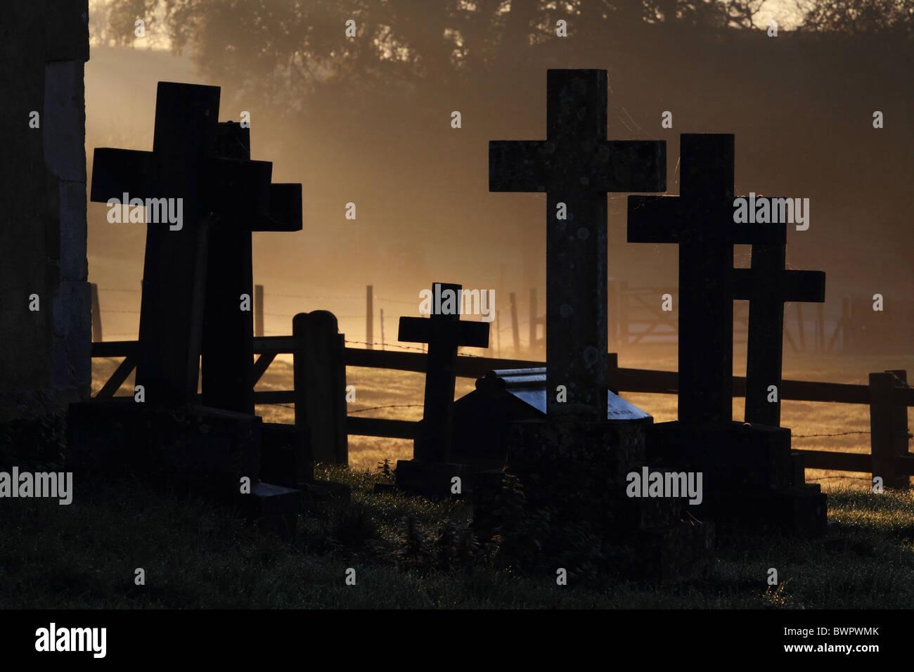 Graveyard mist gravestones churchyard misty remembrance - Stock Image