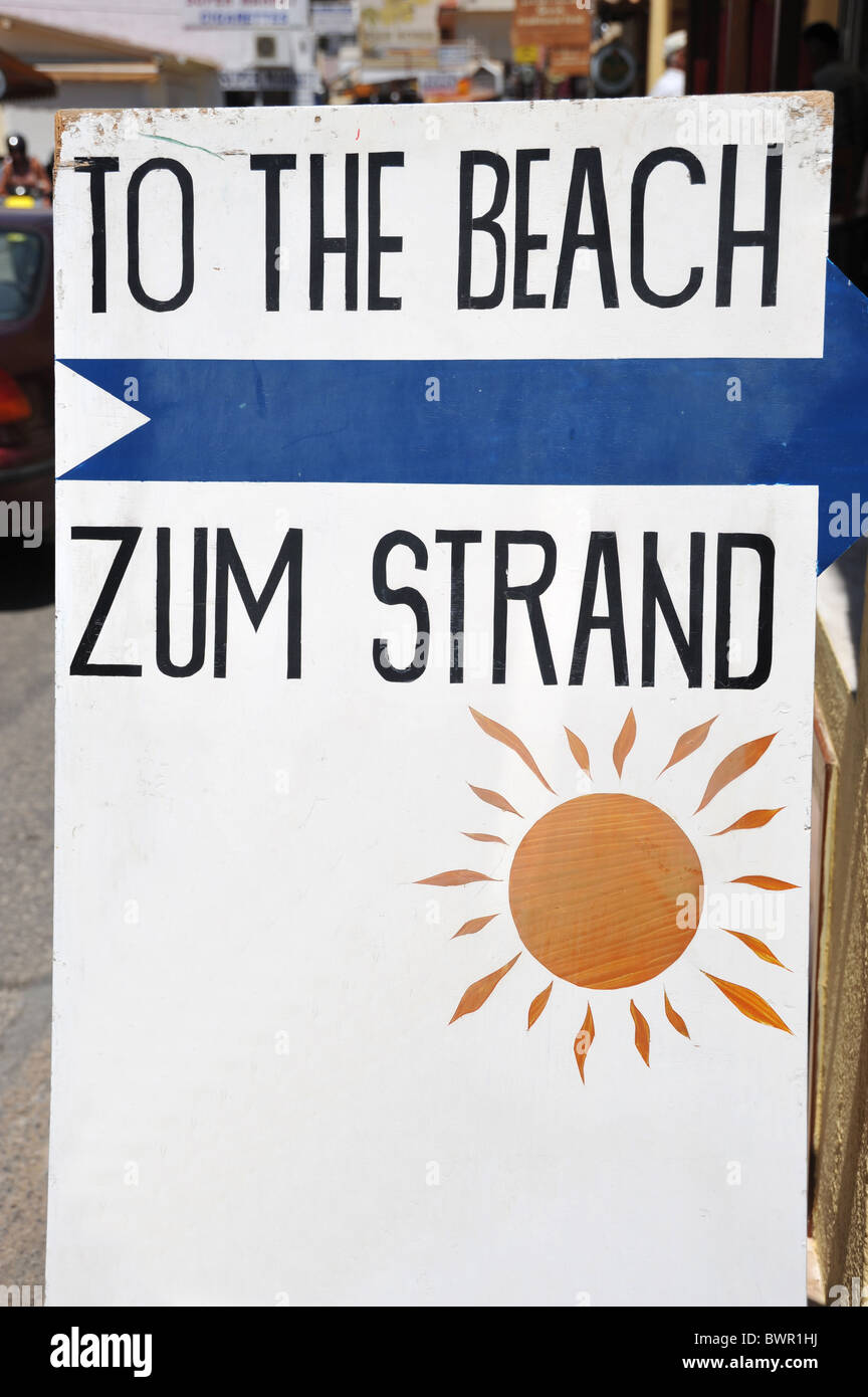 'To the Beach' and 'Zum Strand' sign - Stock Image