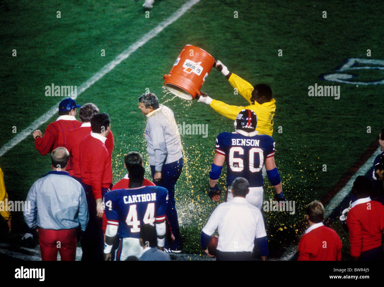 Harry Carson, New York Giants giving Coach Bill Parcells a Gatorade shower after winning the 1987 Superbowl. - Stock Image
