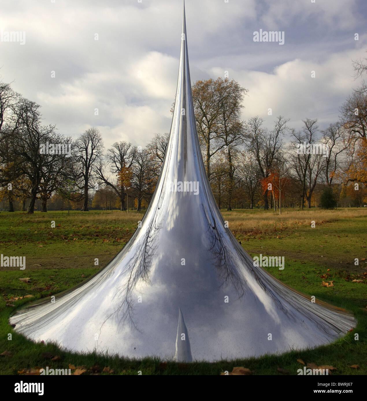 Anish Kapoor's Non Object (Spire) 2008 in Kensington Gardens - Stock Image