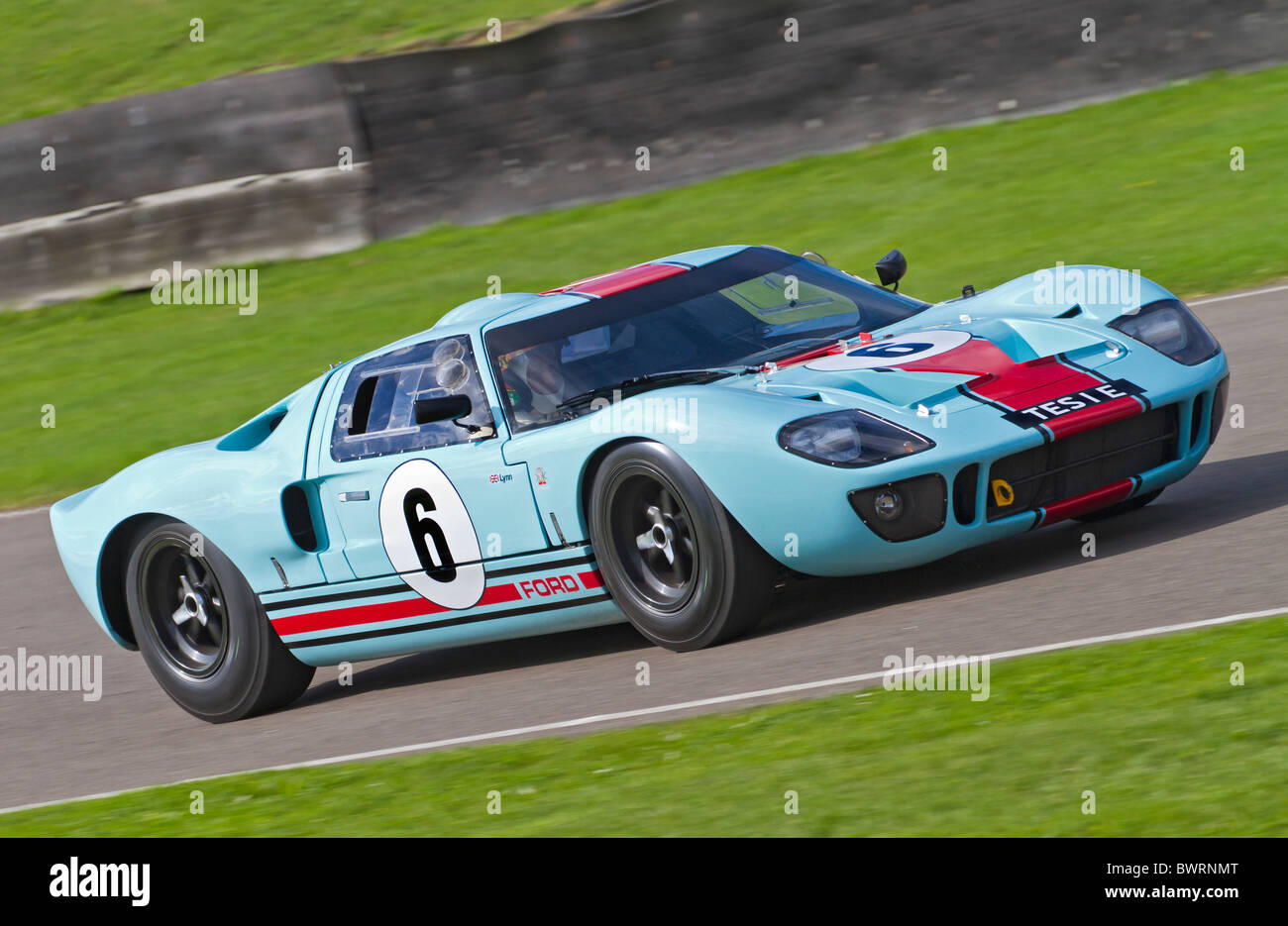 1965 Ford GT40 with driver Shaun Lynn during the Whitsun Trophy race. 2010 Goodwood Revival, Sussex, England, UK - Stock Image