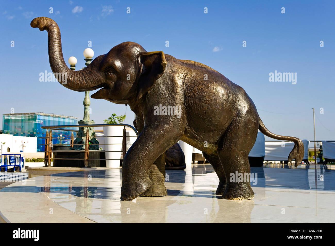 Bronze Elephant Sculpture Stock Photos & Bronze Elephant Sculpture