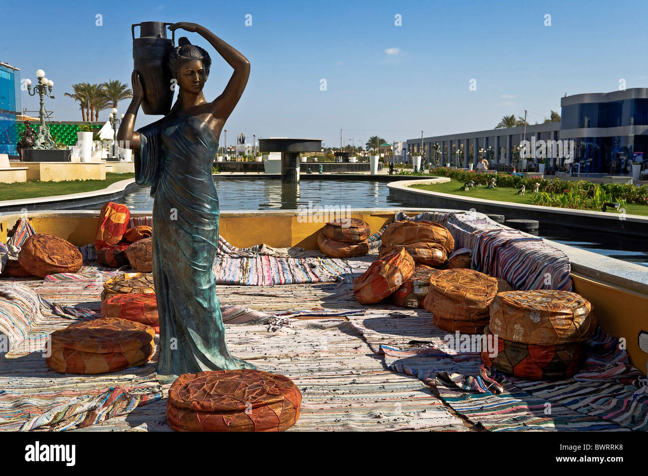 Bronze sculpture in a lounge for water pipe smoking, Sharm el Sheikh, Egypt, Africa - Stock Image