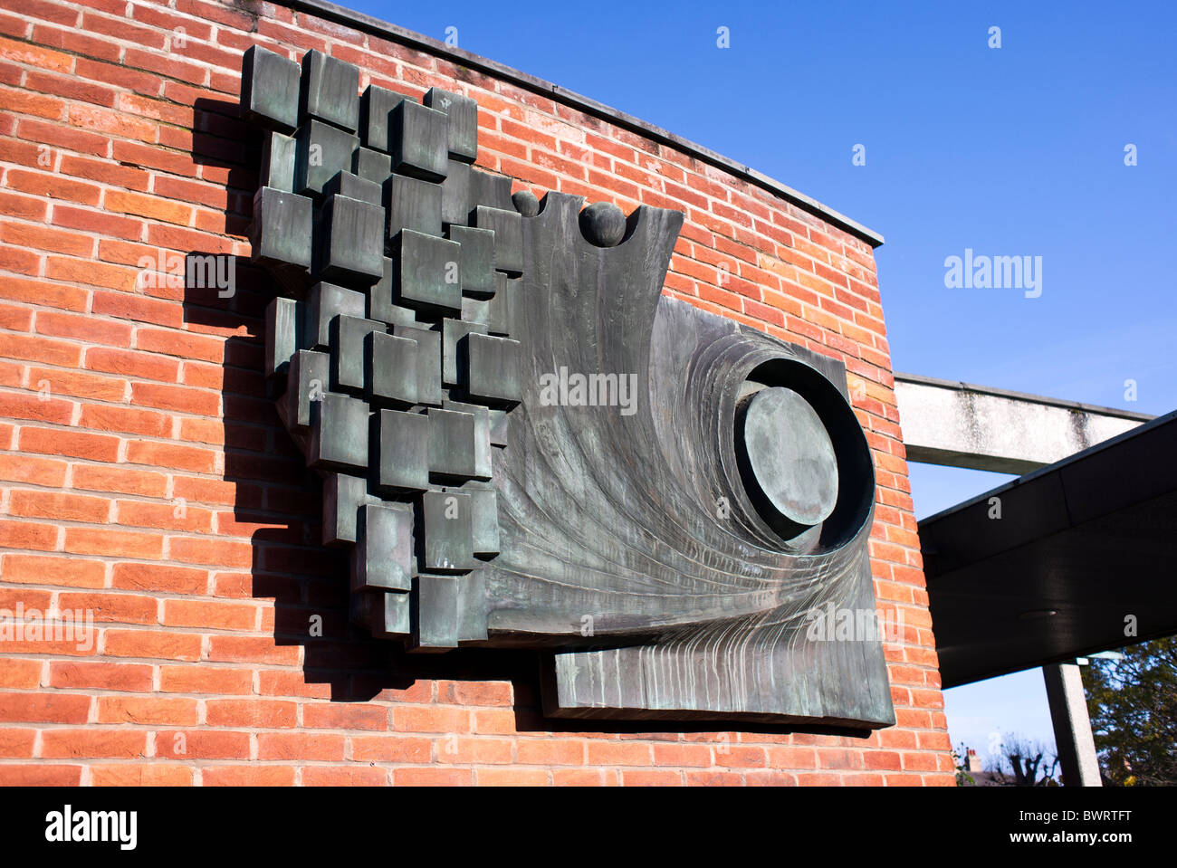 Modern sculpture on wall outside Shakespeare Visitor Centre in Stratford Upon Avon England UK EU - Stock Image