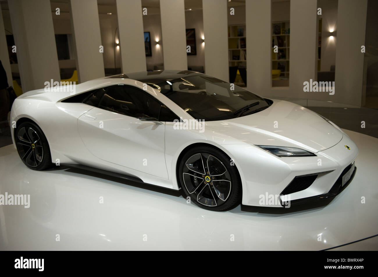 https://c8.alamy.com/comp/BWRX4P/a-lotus-esprit-concept-car-at-the-2010-la-auto-show-los-angeles-california-BWRX4P.jpg