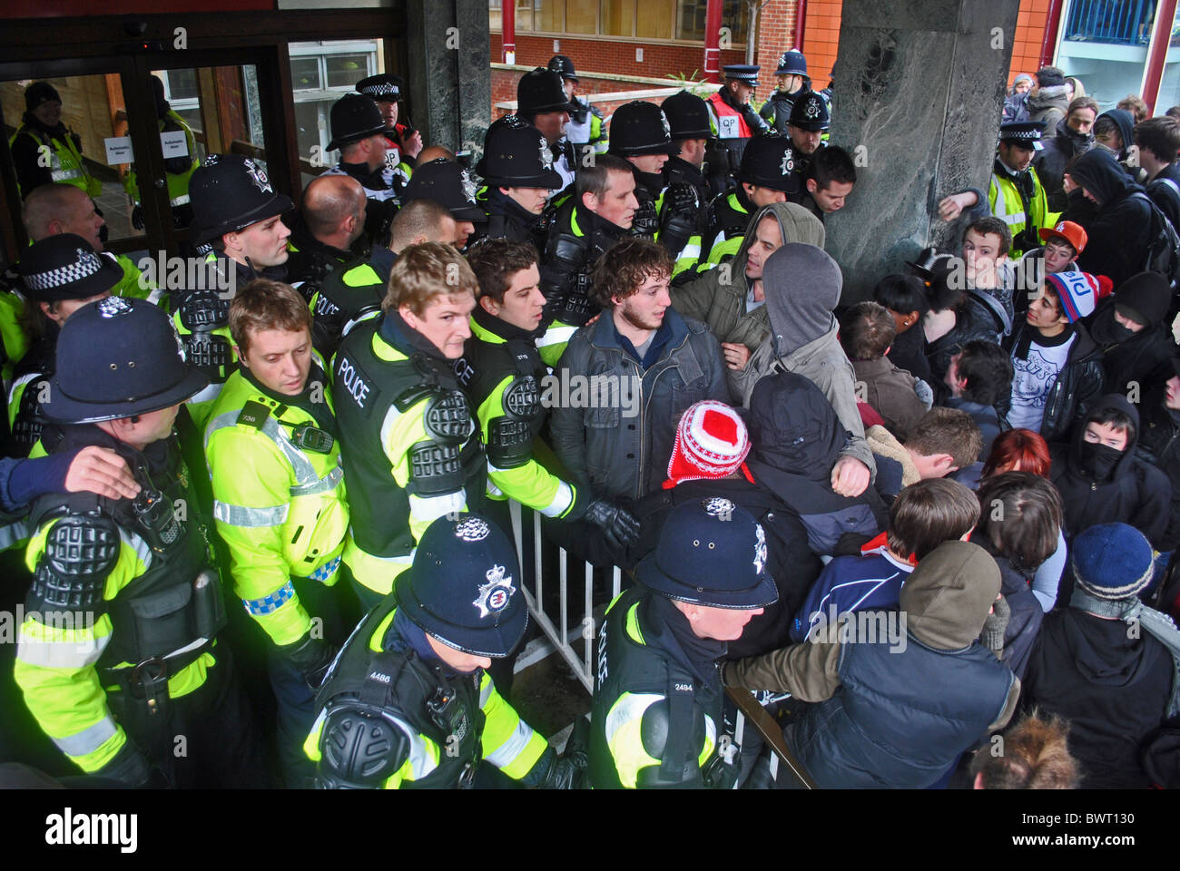 Student protesters scuffle with police outside Senate Hall, Bristol University during protests over rising tuition - Stock Image