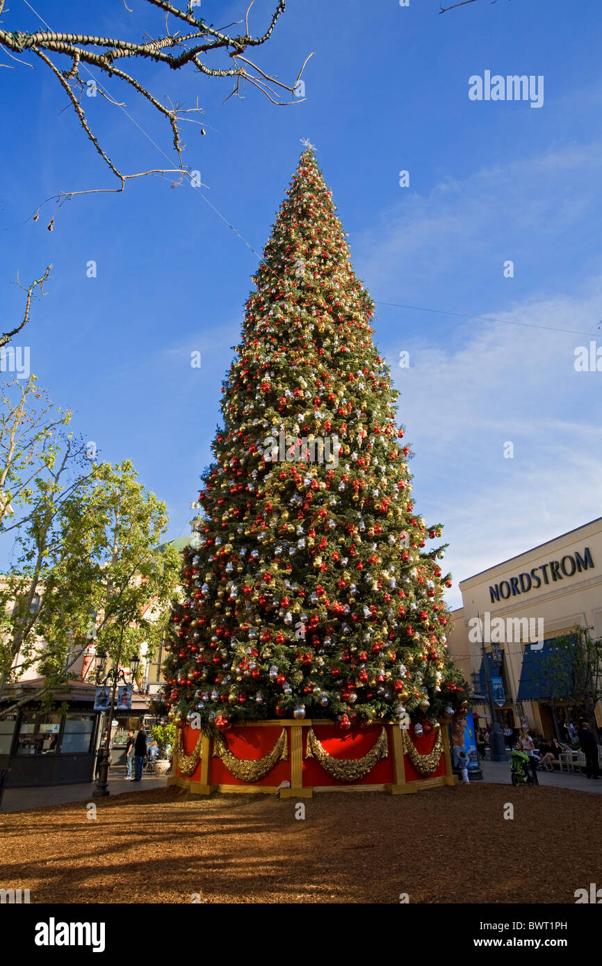Christmas In Los Angeles.Christmas Tree At The Grove Los Angeles California Usa