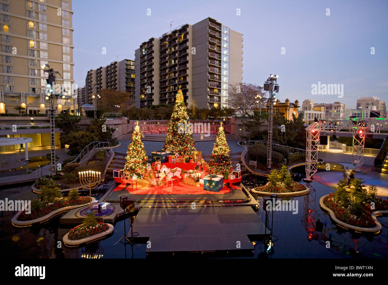 christmas decorations downtown los angeles. Black Bedroom Furniture Sets. Home Design Ideas
