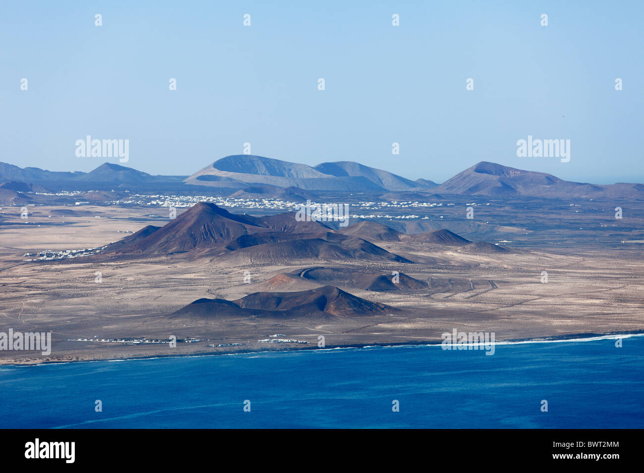 El Jable landscape with the towns of Soo and Tinajo, in front of Caldera Blanca, view from Risco de Famara, Lanzarote, - Stock Image