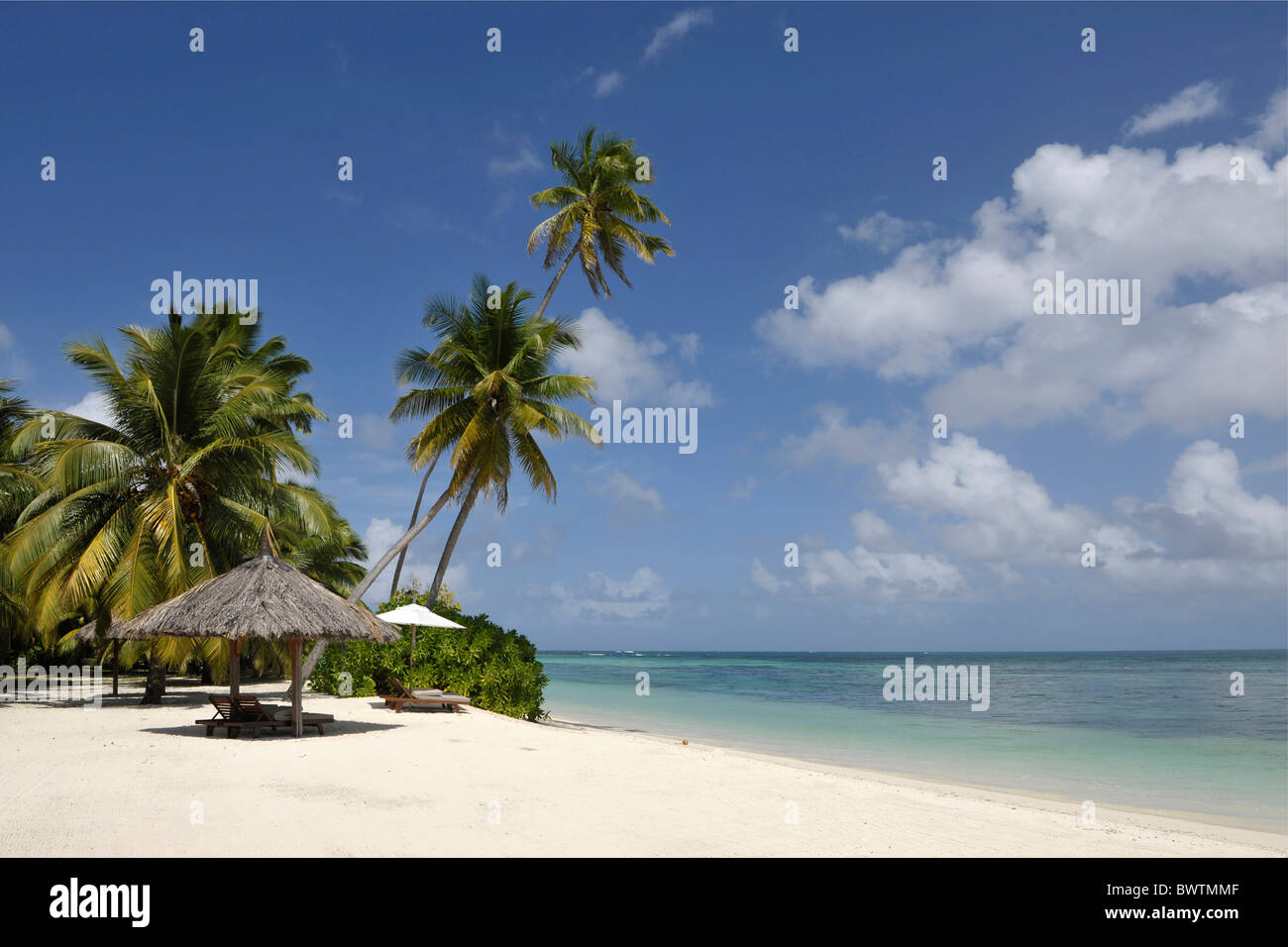 Sandy beach on Desroches Island, Seychelles - Stock Image