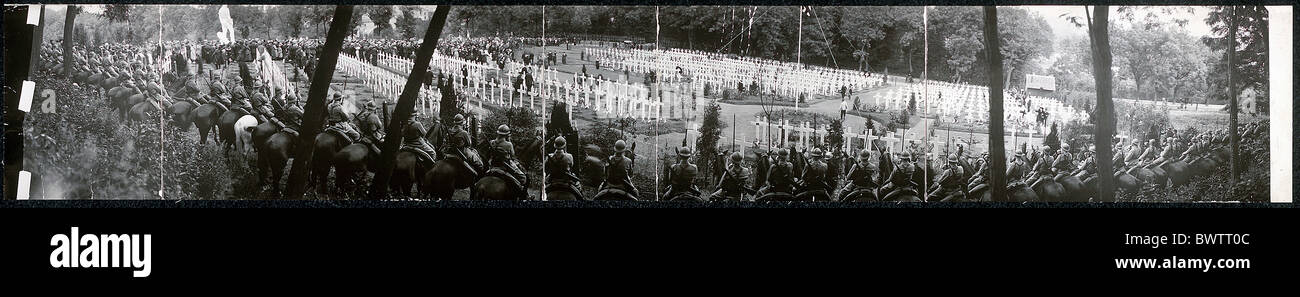 Memorial Day celebration World War I WW1 cemetery american historical historic history 1920 - Stock Image