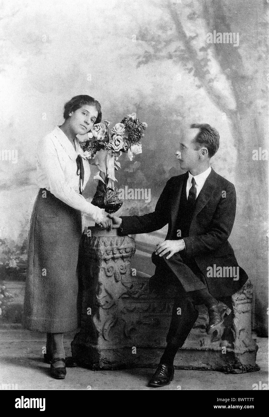 Edward Weston Tina Modotti arrival flowers Mexico Central America America artist 1924 photography history h - Stock Image