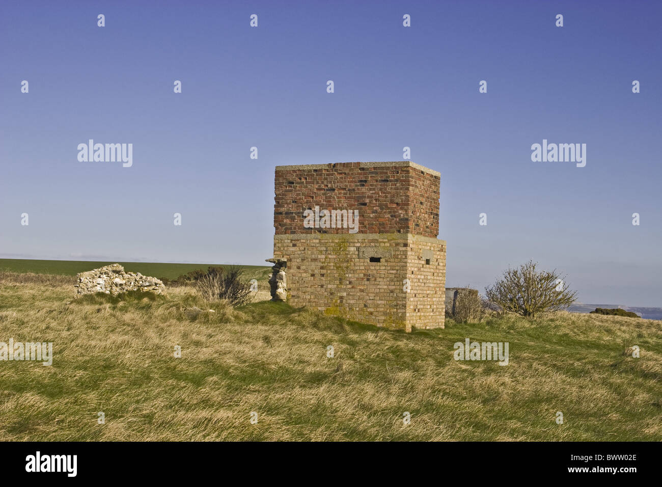 English WW2 Signal Communication Communications Station Building Blue Sky Coastal Headland Headlands White Nothe - Stock Image