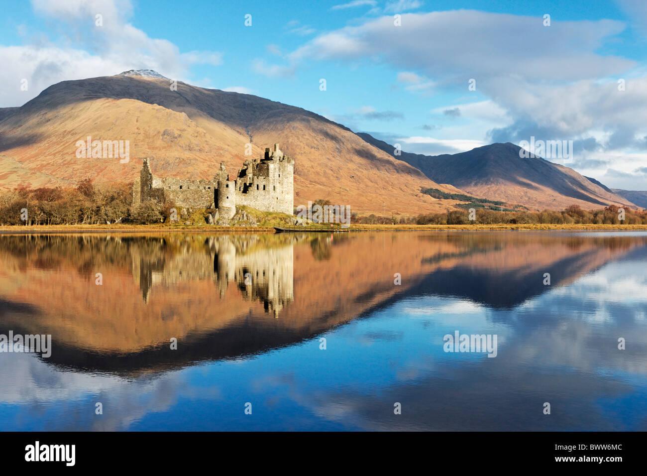 Kilchurn Castle reflected in Loch Awe, near Dalmally, Argyll and Bute, Scotland, UK. - Stock Image