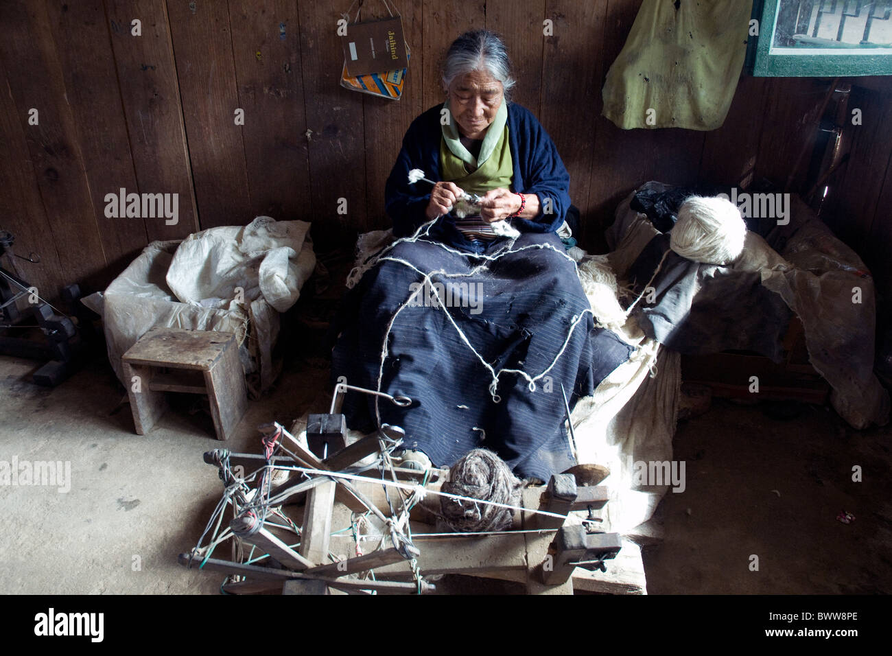 Using mainly sheep's wool, the Tibetan Refugee Centre in Darjeeling provides paid work for Tibetans who fled China's Stock Photo
