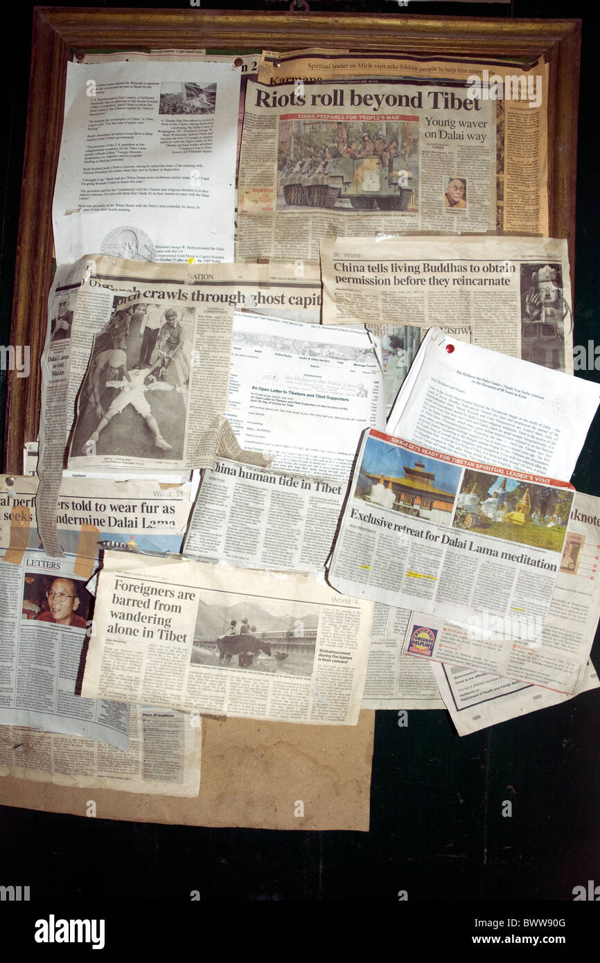 Press reports and notices about China'.s annexation of Tibet pinned to a board in Darjeeling.'s Tibetan - Stock Image