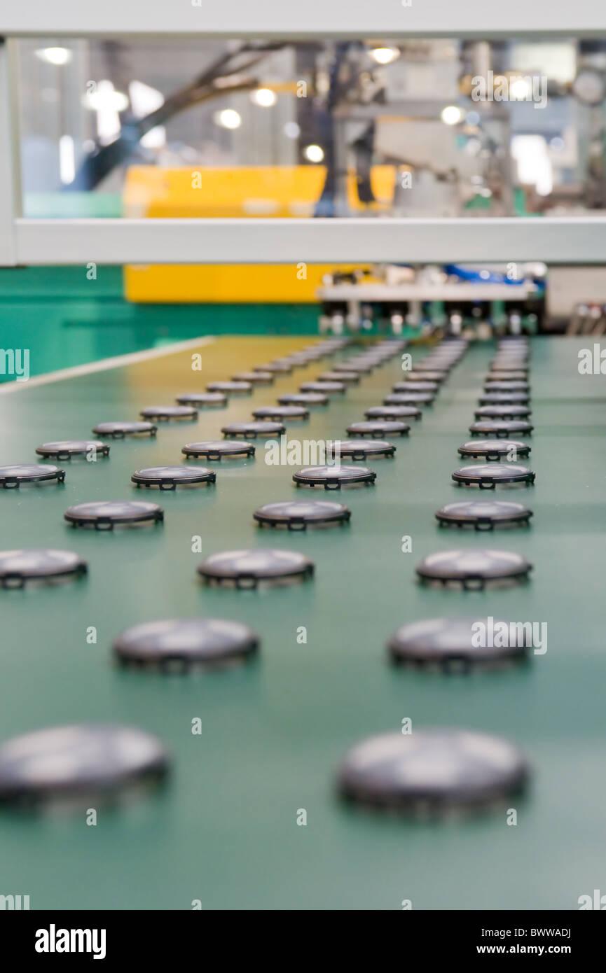 Serienferigung von Kunststoffteilen Mass production of plastic - Stock Image