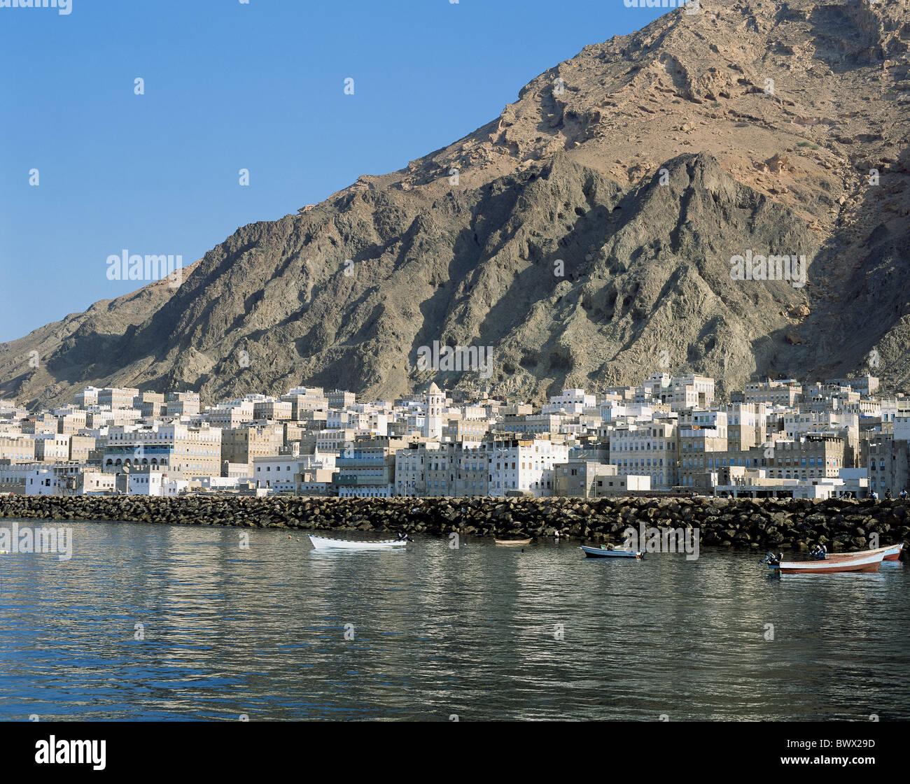 Al Mukalla rock cliff hinterland Indian ocean Yemen Middle East - Stock Image