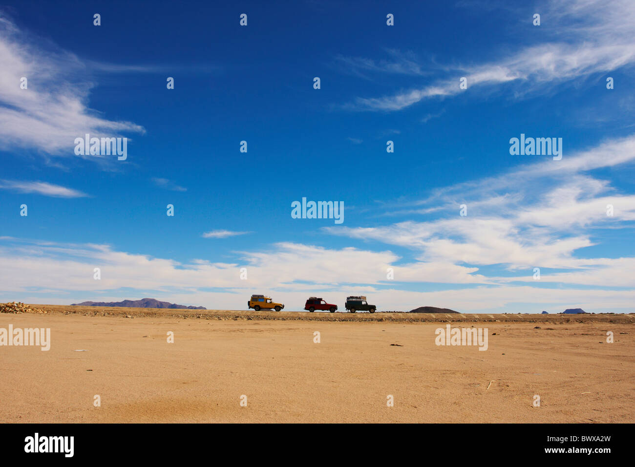 Offroad cars on a Nubian desert road in Sudan - Stock Image