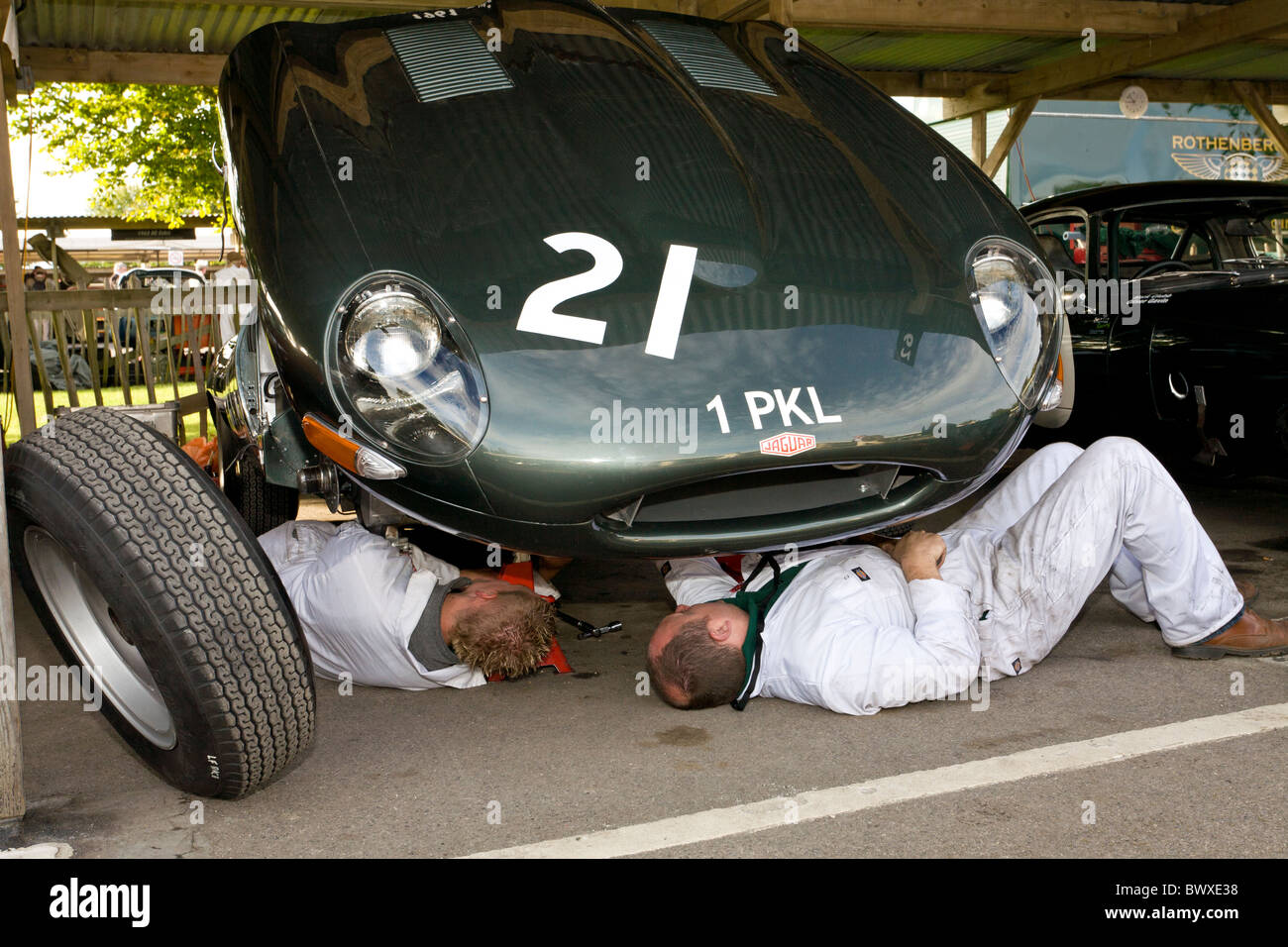 Mechanics at work on a 1961 Jaguar E-type at the 2010 Goodwood Revival meeting, Sussex, England, UK. - Stock Image