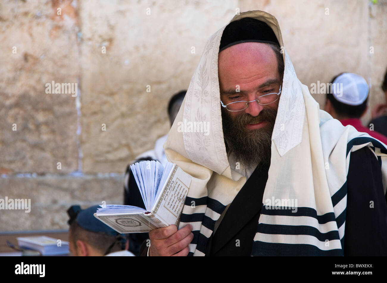 Hassidic Jew in prayer at the Western Wall in Jerusalem - Stock Image