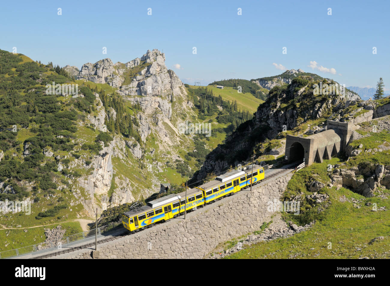 Uphill going train of the Wendelstein cog railroad just under the summit station, Bavarian alps, Germany - Stock Image