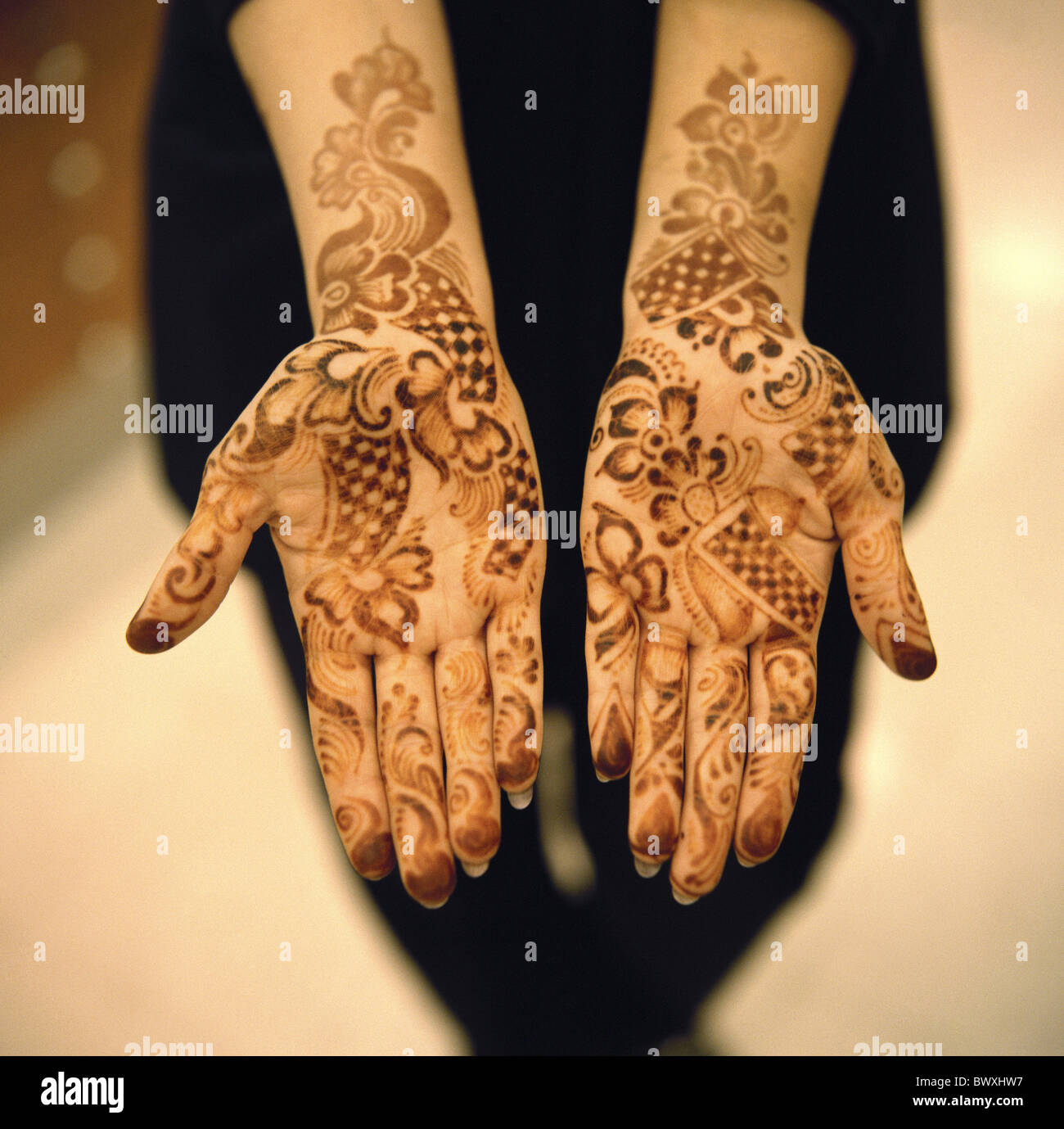 painted 10331604 Bahrein woman hands henna life pattern sample close-up ornaments tattoo Stock Photo