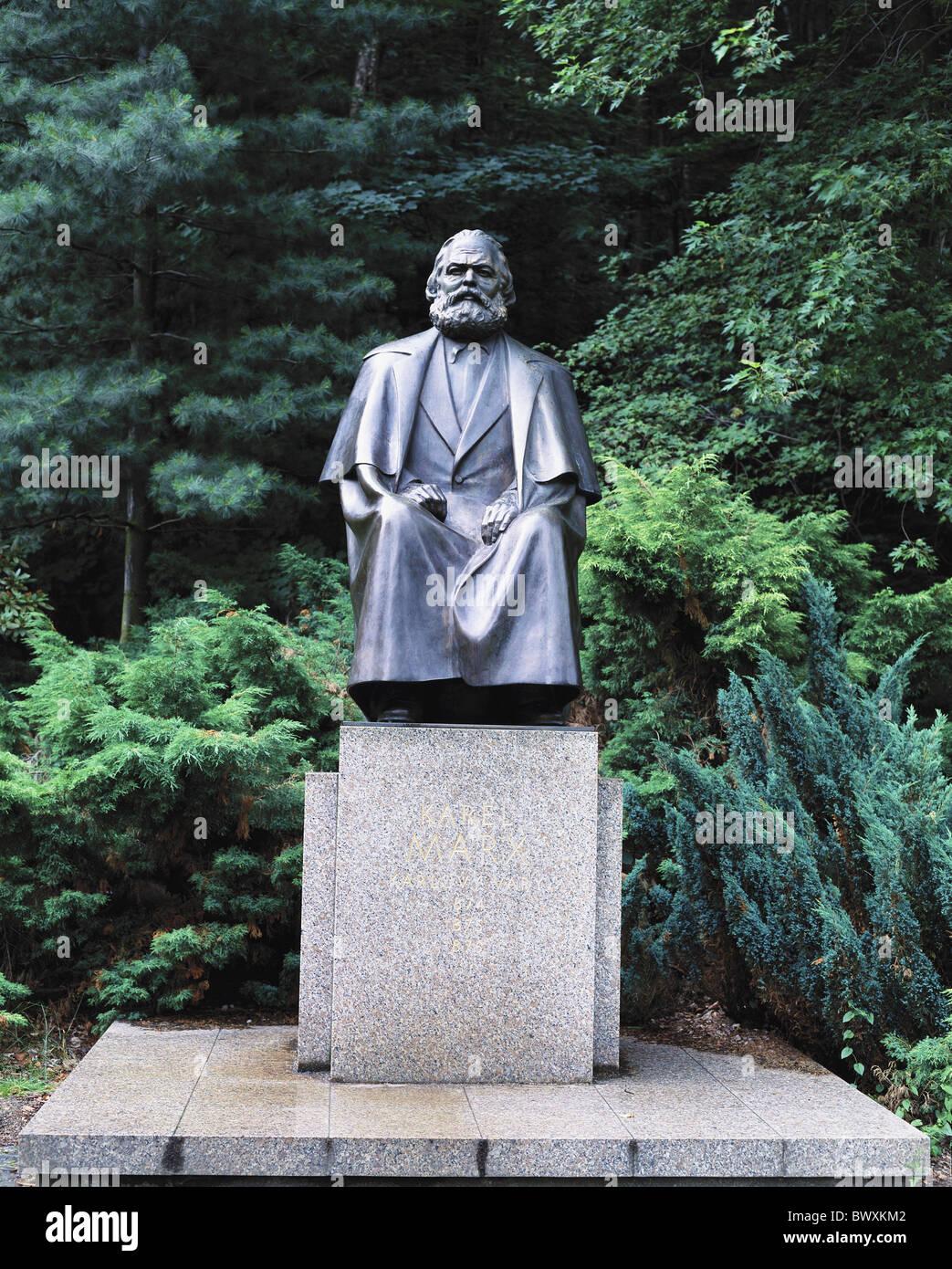 trees bronze monument Karlovy Vary Marx sculpture base Czechia Europe - Stock Image