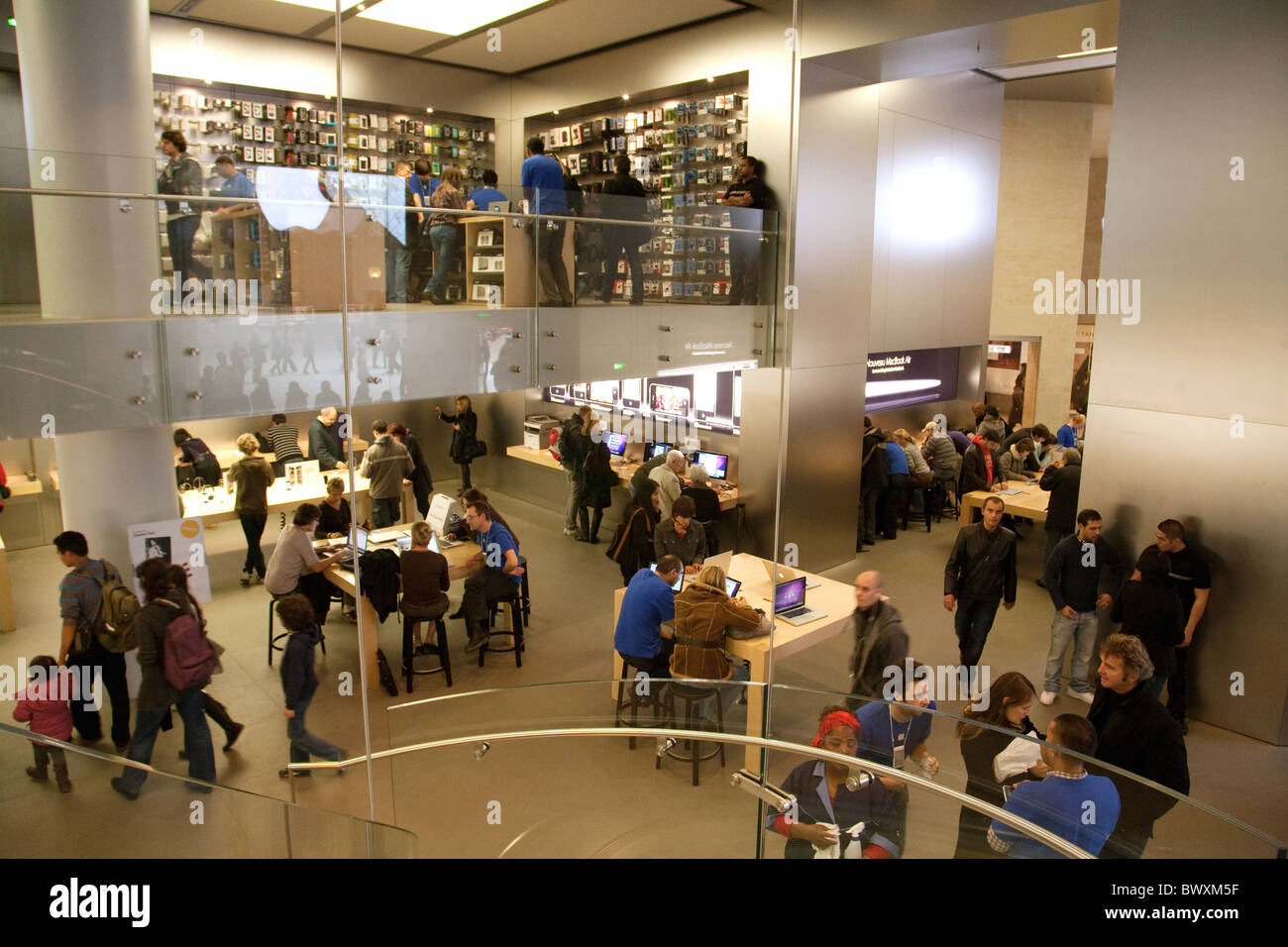 Inside Apple Store Stock Photos & Inside Apple Store Stock Images ...