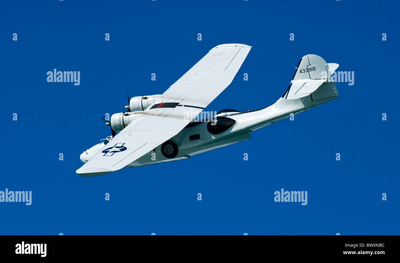 G-PBYA C-FNJF CANADIAN VICKERS LTD PBY-5A CV283 Catalina CANSO PBY5 FIXED-WING AMPHIBIAN against blue sky backdrop - Stock Image