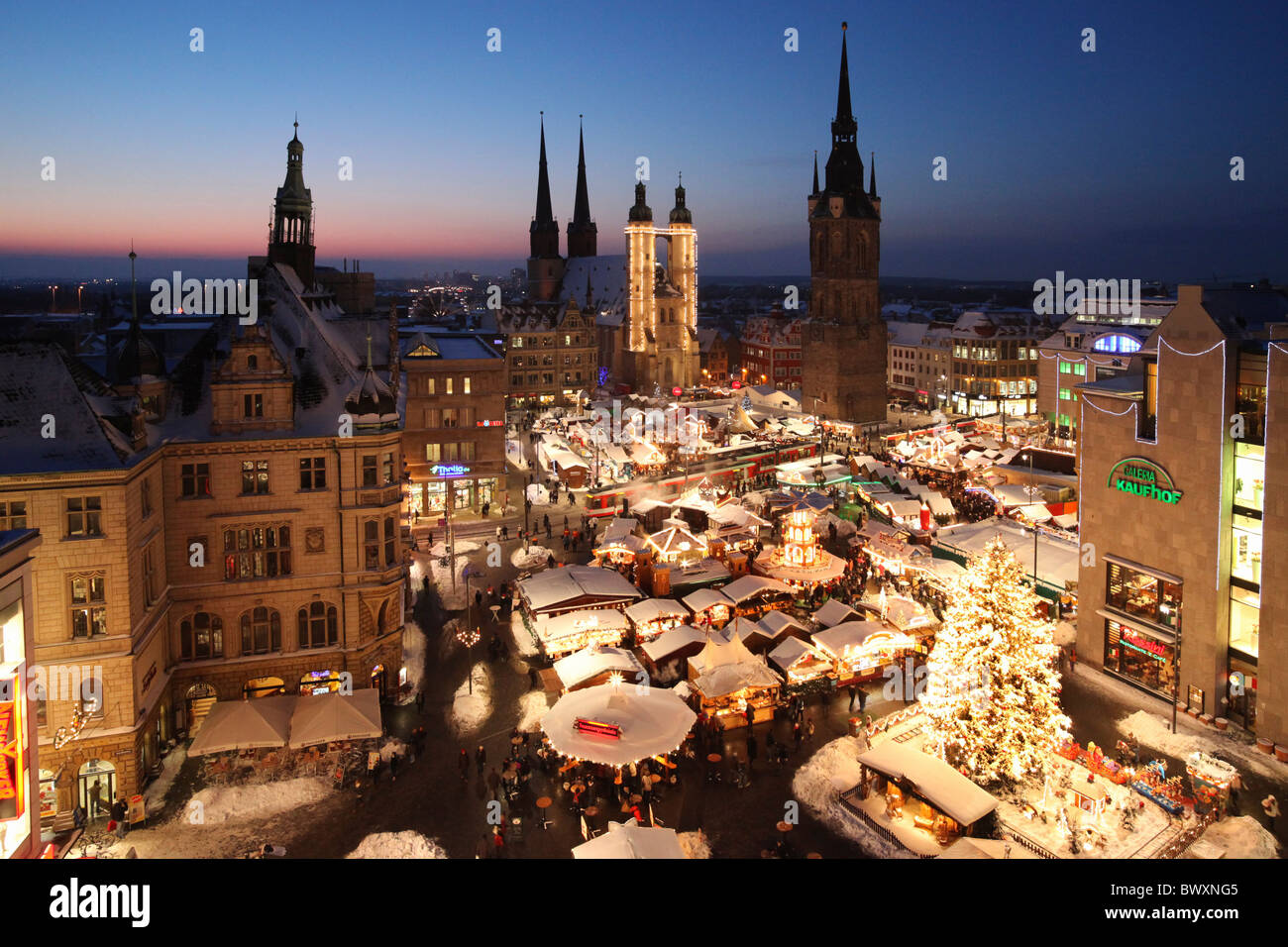 christmas market in halle saale germany weihnachtsmarkt 2010 in stock photo 33164437 alamy. Black Bedroom Furniture Sets. Home Design Ideas
