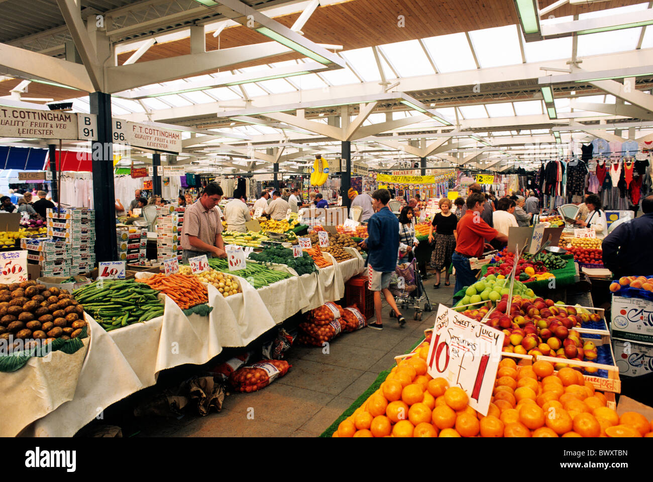 Leicester, the covered Market england UK Leicestershire English markets stall stalls fruit vegetable vegetables - Stock Image