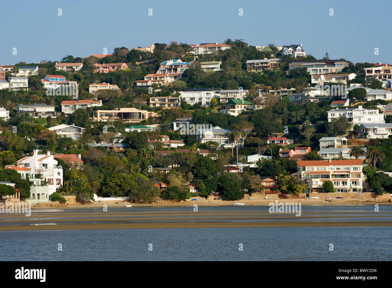 Houses on the bluff of the northern side of the Knysna Heads on the Garden Route in South Africa. - Stock Image