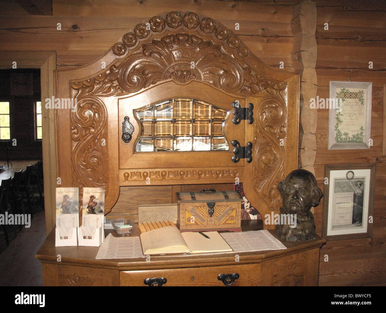 Hand carved wooden sideboard dating from 1927, with a bust of Magnus Dagestad, Dagestad Museum, Voss, Hordaland, - Stock Image